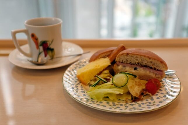 蘭館珈琲ハウス・ロースハムとクリームチーズのサンドイッチセット