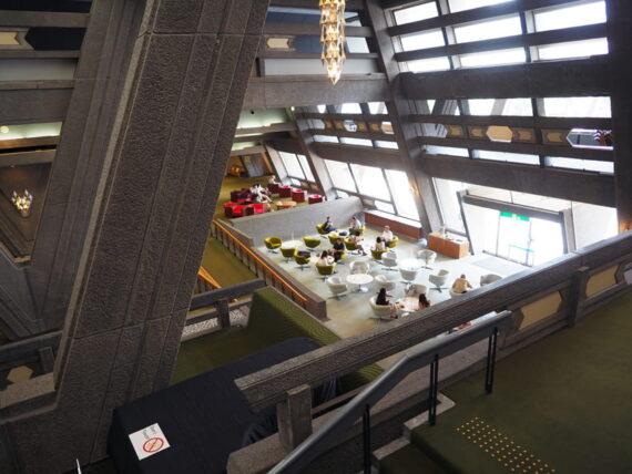 京都国際会館・2階から見下ろしたカフェ