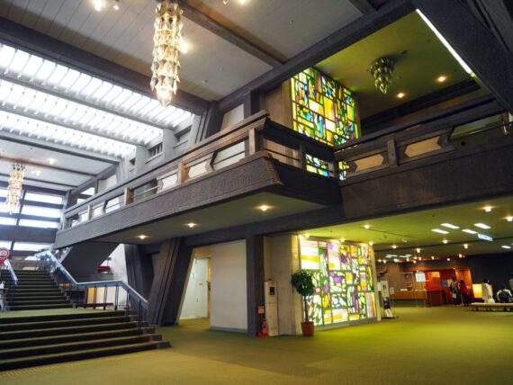 京都国際会館・メインロビーのステンドグラス