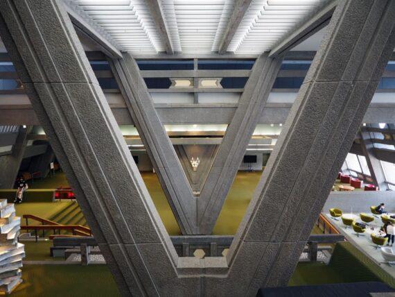 京都国際会館・V字の柱