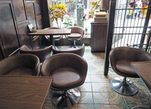 純喫茶モン・密集する椅子