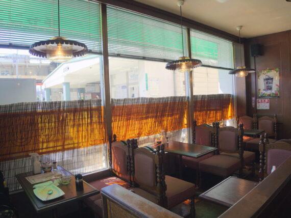 純喫茶チャンスの客席と照明