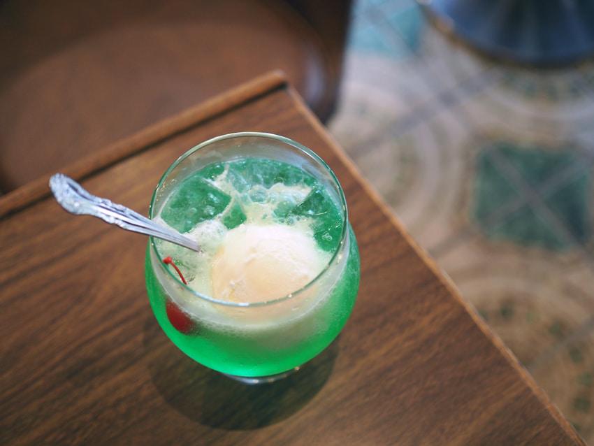 純喫茶モン・金魚鉢のようなクリームソーダ