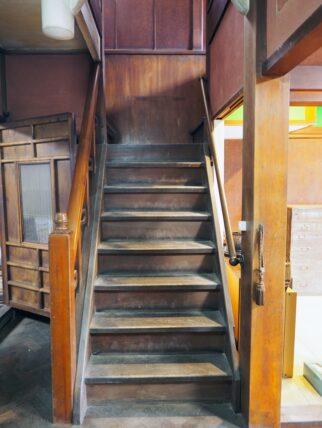 旧第二友栄楼・階段