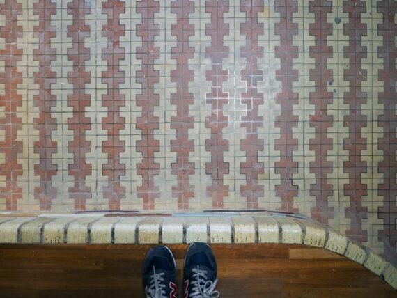 旧第二友栄楼・一階床タイル