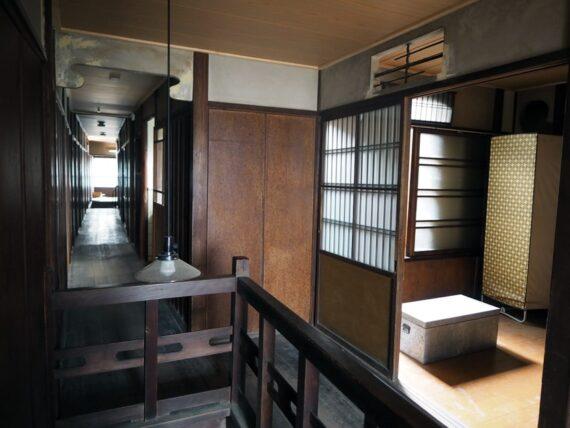 旧第二友栄楼・二階廊下と階段
