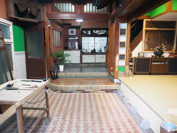 旧第二友栄楼・一階扉を開けた光景
